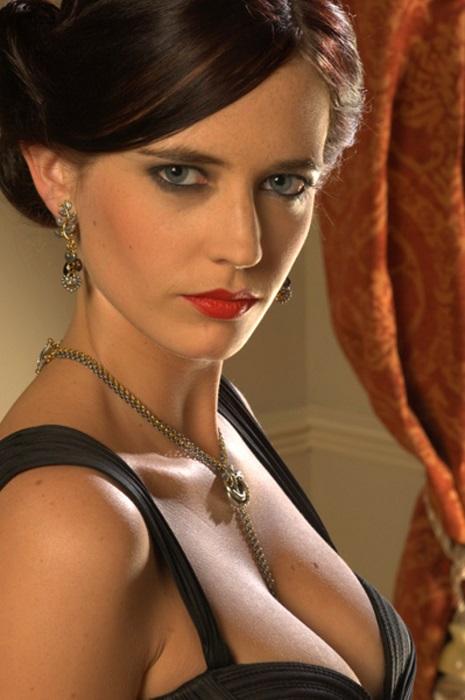 Французская актриса и модель с еврейскими корнями до своего первого дебюта в кино 2003 году начинала свою карьеру в театре.
