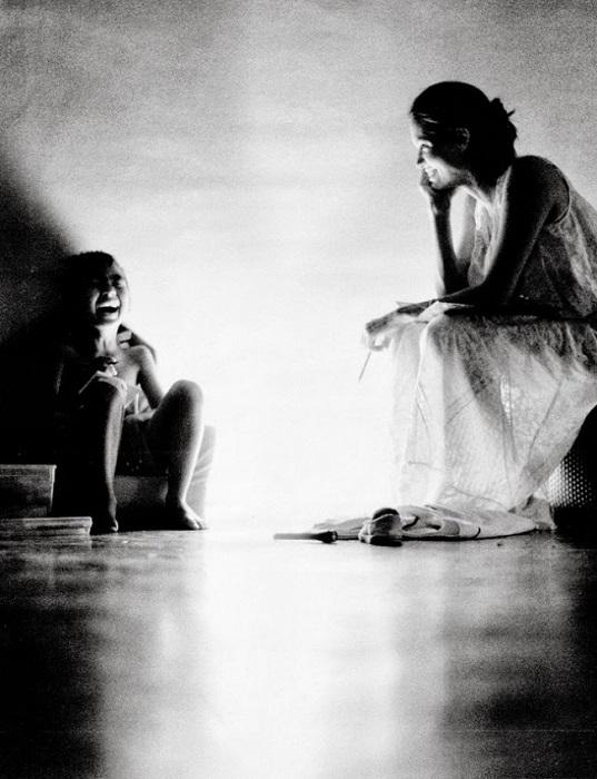 В таком домашнем ракурсе ранее Анджелину видел только ее звездный супруг...