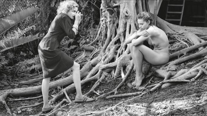 Американская актриса для ежегодного издания «Pirelli» перевоплотилась в девушку-фотографа, которая мечтает о собственных успешных выставках.