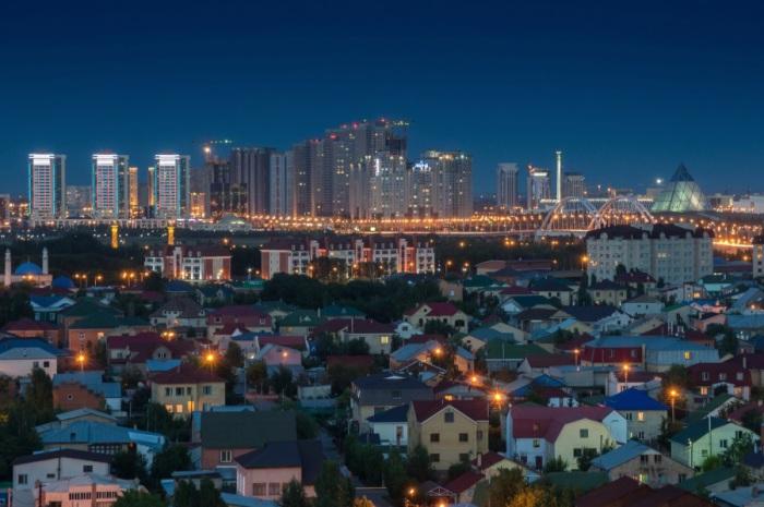 Из обыкновенного советского городка Целиноград вырос мегаполис, который впечатляет своей архитектурой.