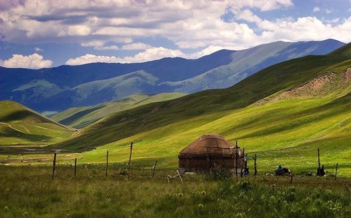 Юрта и поныне используется во многих случаях животноводами Казахстана.