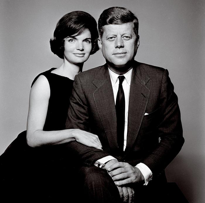 Портрет Джона Ф. Кеннеди и его жены Жаклин, созданный американский фотографом Ричардом Аведоном (Richard Avedon).