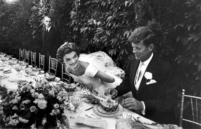 Будущий президент США Джон Ф. Кеннеди и его невеста в день свадьбы в Ньюпорте (Род-Айленд).