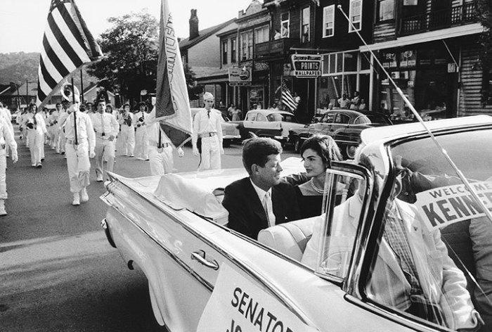 Джон и Жаклин Кеннеди на параде в Уиллинге (штат Иллинойс) во время предвыборной кампании.