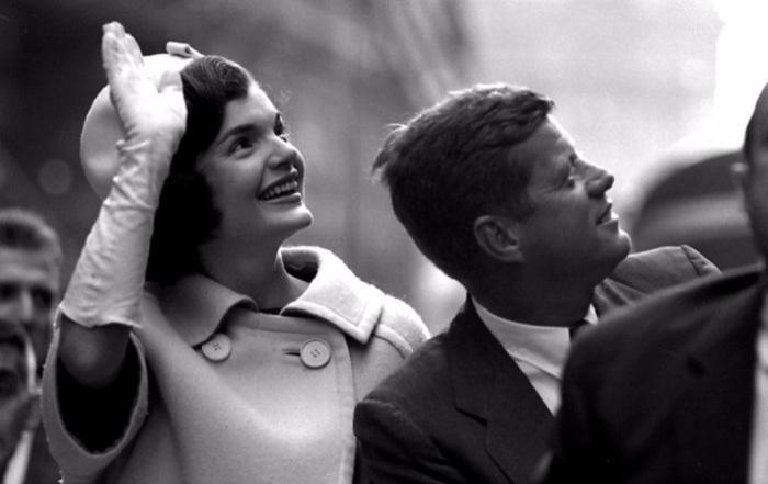 Жаклин Кеннеди сопровождает мужа во время предвыборной кампании в Нью-Йорке.