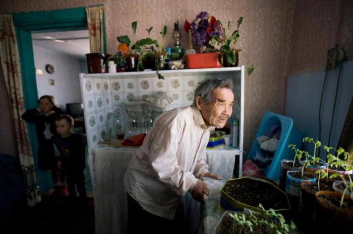 Кирилл Навюхов - старейший житель одного из поселков Ханты-Мансийского округа.