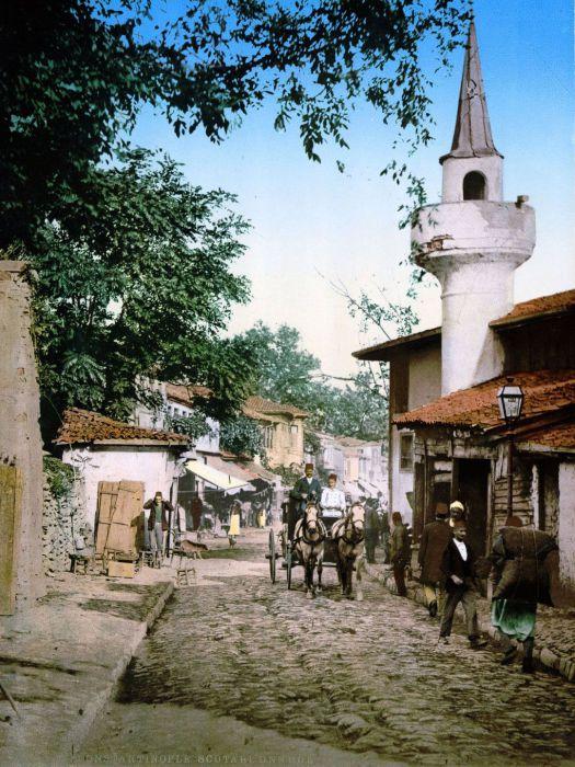 Именно на этой уличке в Ускюдаре заканчивался всеми известный Золотой путь.