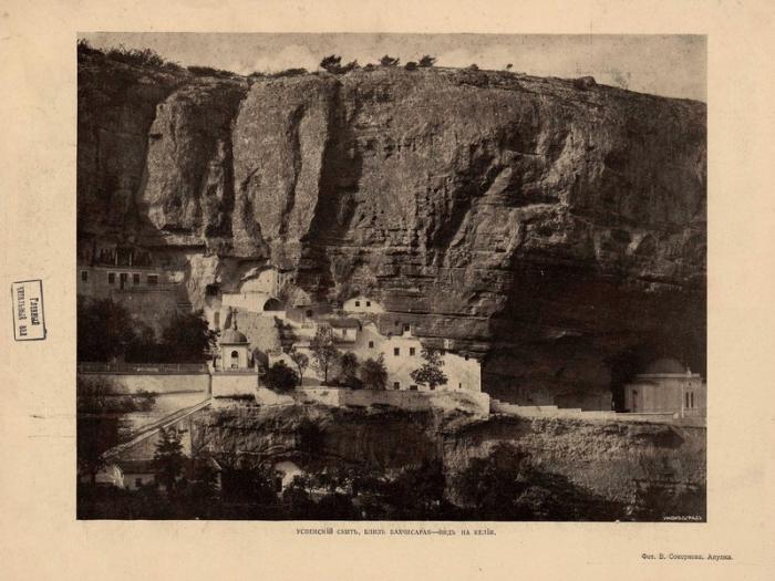 Пещерный монастырь - с XV века стал центром православия в Крыму.