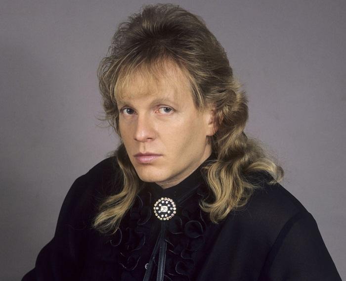 Крис Кельми, получил известность, как участник рок-групп «Високосное лето», «Автограф» и «Рок-Ателье». / Фото: ackordofmine.ru
