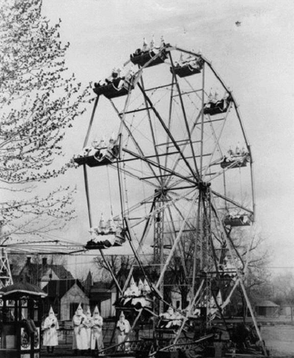Ку-клукс-Клан на карнавале в Канон сити. 1925 год.