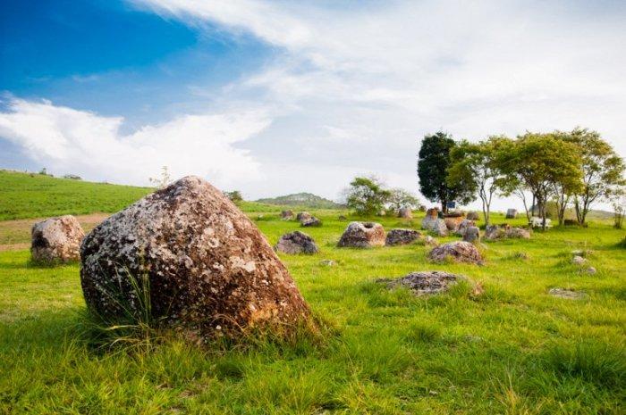 Официальная столица  лаоской провинции Сиангхуанг, в переводе означает «Райские Холмы».