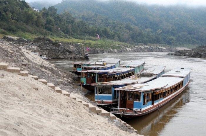 Крошечная деревня на севере Лаоса между границей Таиланда и Луанг Прабанг.