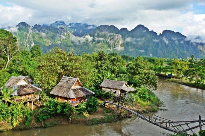 Живописный городок на реке Намсонг, красивейшее место Лаоса.