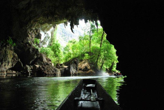 Геологическое чудо, карстовая пещера в национальном парке Пху Хин Бун.