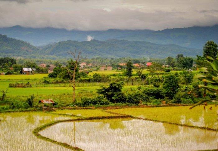 Популярная достопримечательность Лаоса для тех, кто любит путешествовать пешком.