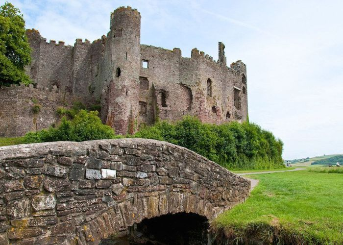 Замок, использовавшийся в средневековье в качестве береговой крепости.