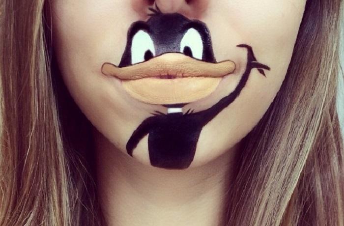 Чудные персонажи на губах из знакомых всем мультфильмов.