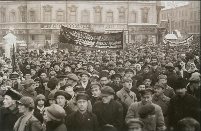 Акции протеста на площади Восстания в Ленинграде.