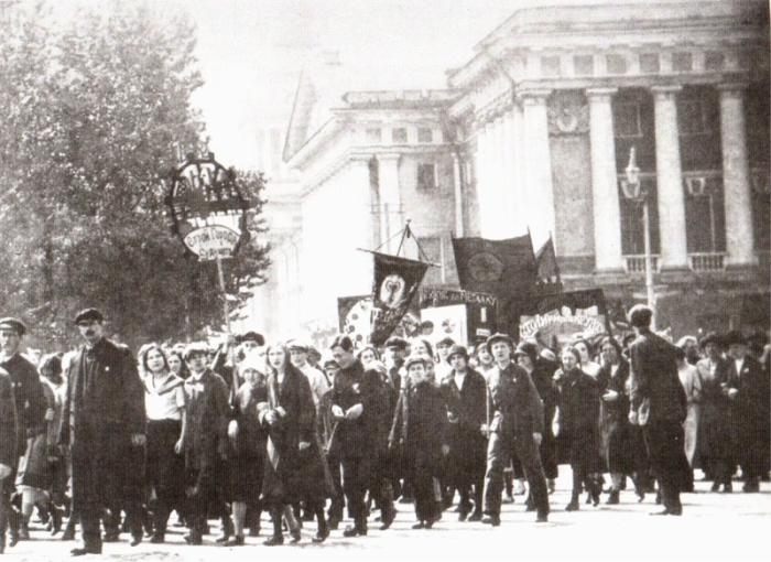 Массовые праздники в Петрограде.