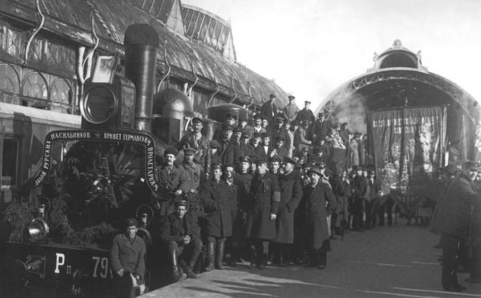 Поезд с приветствием германских пролетариев.