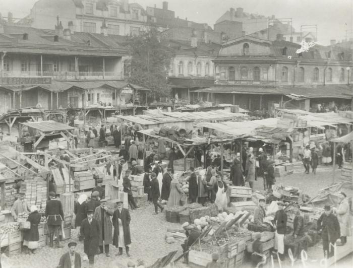 Один из крупнейших исторических торговых центров города.