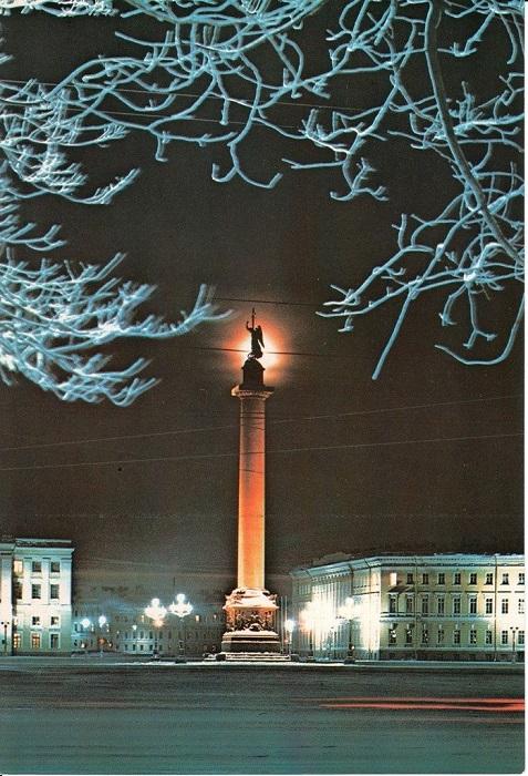 Колонна-монумент, посвящена победе в Отечественной войне 1812 года.