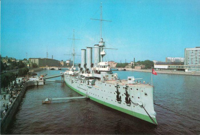 В 1948 году крейсер был поставлен на вечную стоянку у истока Большой Невки.