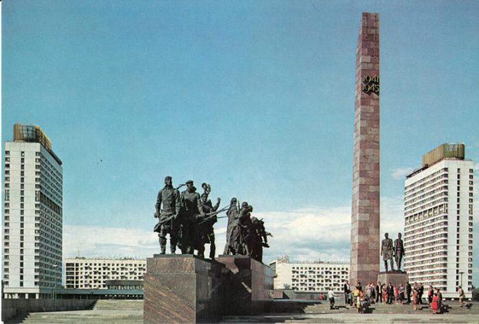 Этот мемориальный комплекс построен на народные средства.
