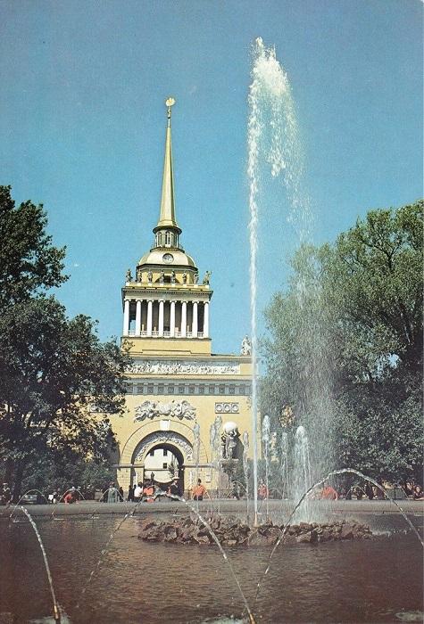 Стремительно взлетающая ввысь башня Адмиралтейства являлась одним из лучших украшений Петербурга XVIII столетия.