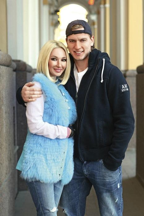 Известная российская телеведущая стала мамой во второй раз, родив прекрасную малышку своему мужу-хоккеисту.