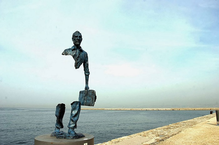 Скульптура Бруно Каталано (Bruno Catalano) установлена в порту Марселя в 2013 году.