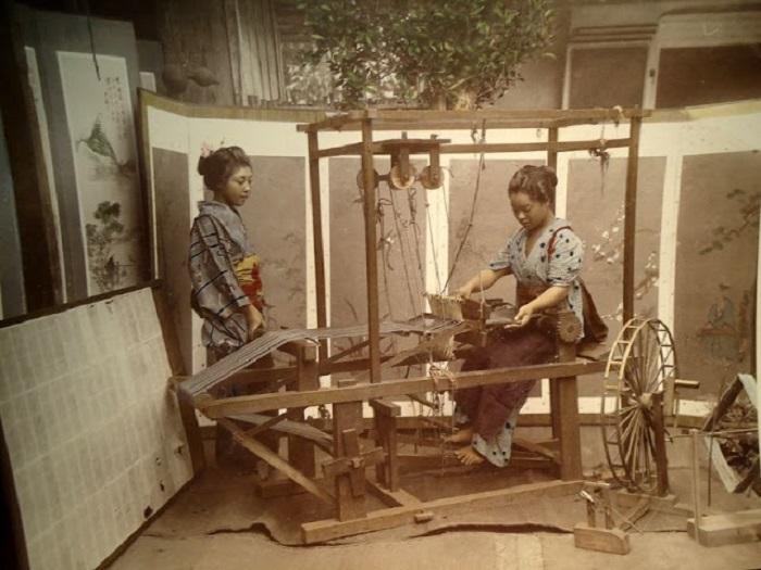 Каждая уважающая себя японка умела ткать и вышивать, независимо от статуса и положения.
