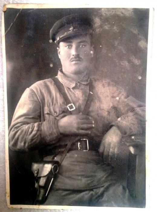 Комадир роты Истребительного батальона в Марнеульском районе ГССР. 1942 год.