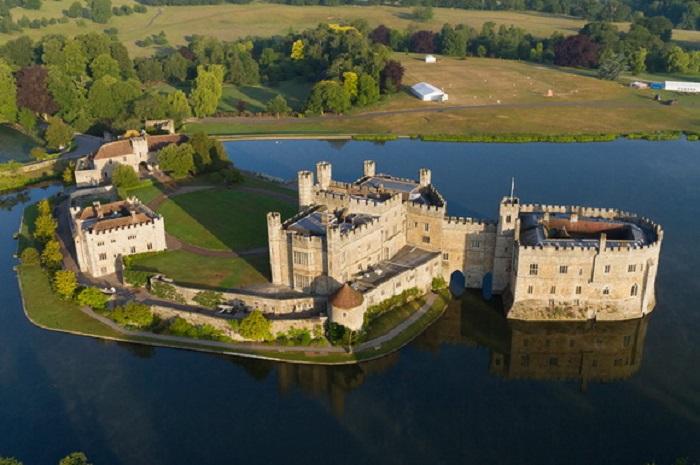 Средневековая крепость сказочной красоты с богатейшей историей.