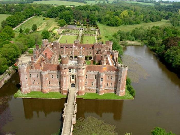 Замок строился по большей части для комфортного проживания, нежели как оборонительная крепость.