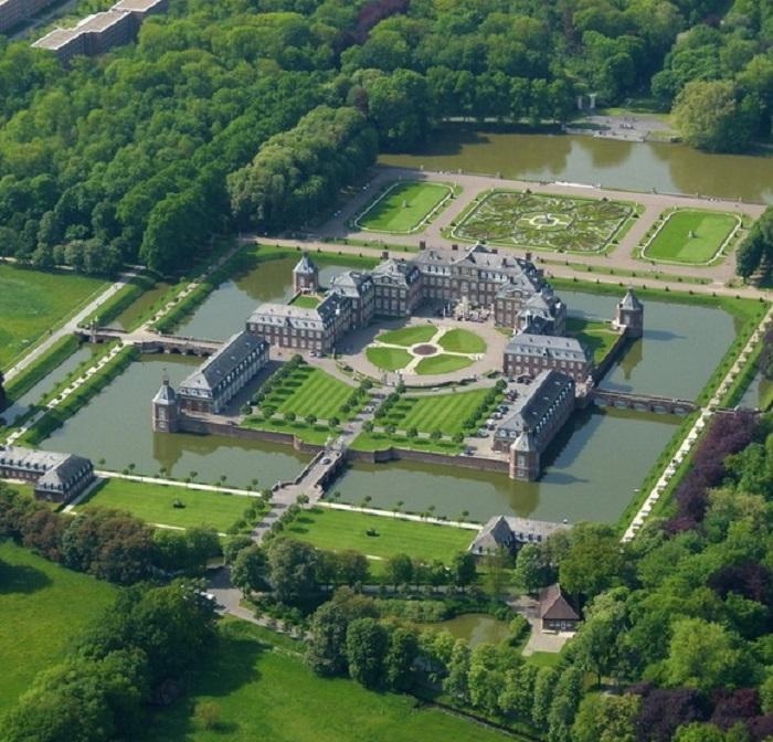 Немецкий замок, известен как «Версаль Вестфалии».