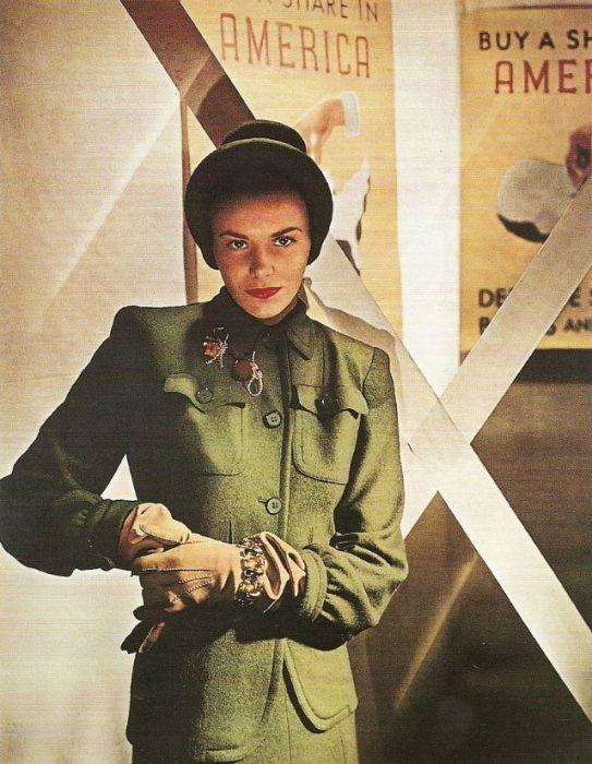 Дизайнер Вера Максуэлл (Vera Maxwell) в костюме собственного пошива и шляпке от американского модельера Лилли Дейч (Lilly Dache).