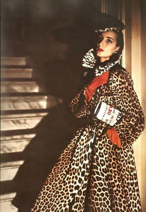 Модель в леопардовом пальто от американской компании «Traina-Norell».