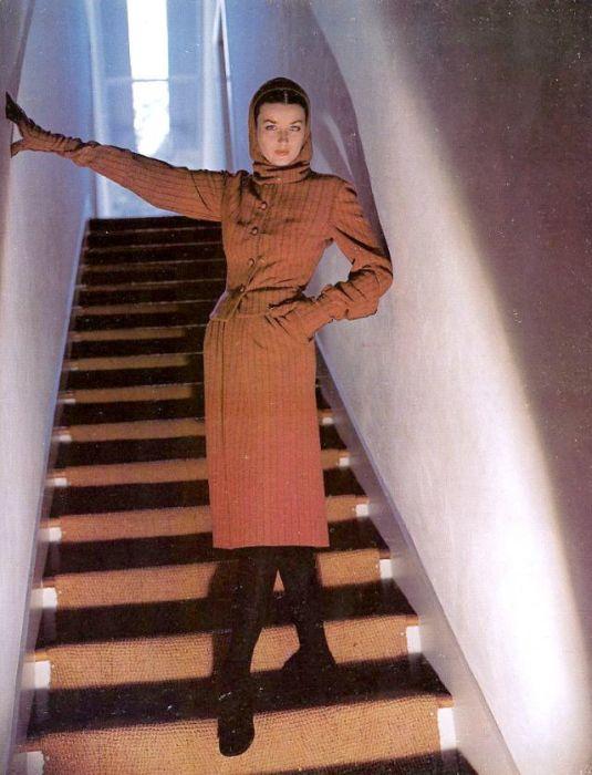 Модель Дориан Ли (Dorian Leigh) в твидовом костюме от американского модельера Клэр Маккарделл (Claire McCardell).