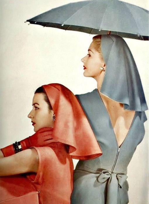 Модели Дориан Ли (Dorian Leigh) и Лиза Фонсагирс (Lisa Fonssagrives) позируют для модного журнала.