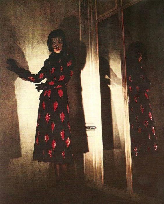 Миссис Джон К. Уилсон в вечернем платье от американского кутюрье Мейна Бочера (Main Bocher).
