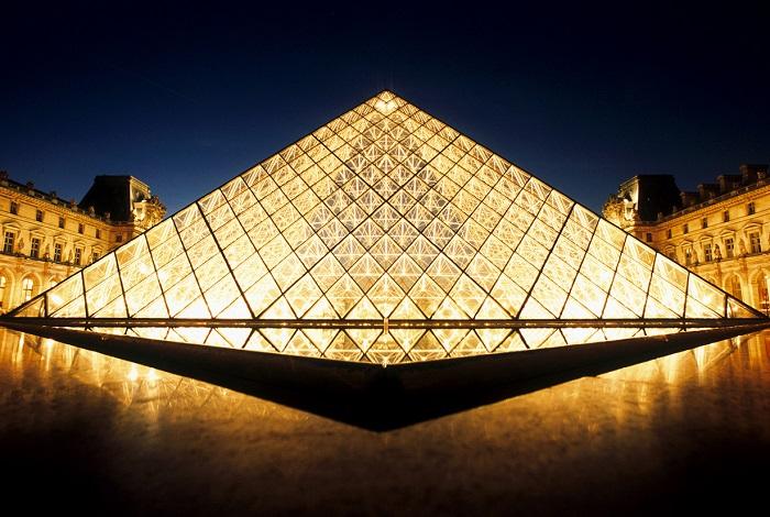 Один из крупнейших и самых популярных музеев мира.
