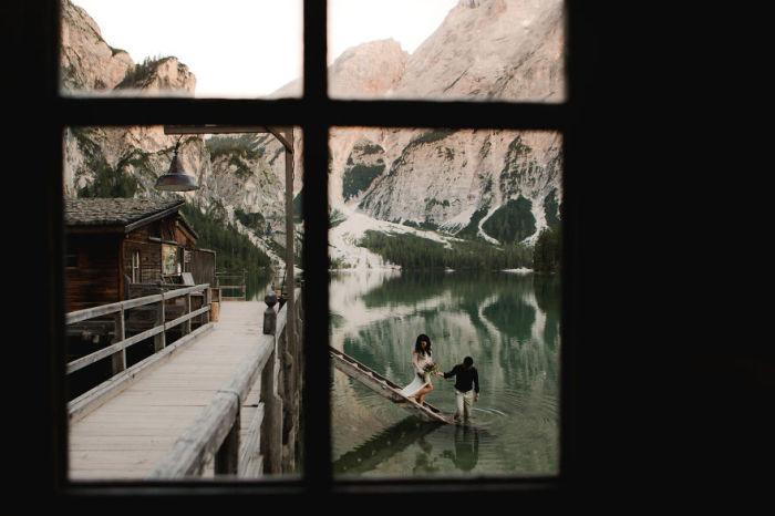 Прогулка с  любимой по самому красивому альпийскому озеру в итальянской провинции Альто-Адидже. Автор фотографии: неизвестен.