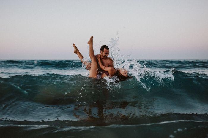 Любовные игры в прозрачных водах Средиземного моря. Автор фотографии: неизвестен.