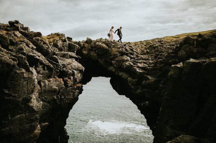 Небольшая прогулка по отвесным скалам в день свадьбы. Автор фотографии: (Lukas Piatek) Лукас Пиятк.
