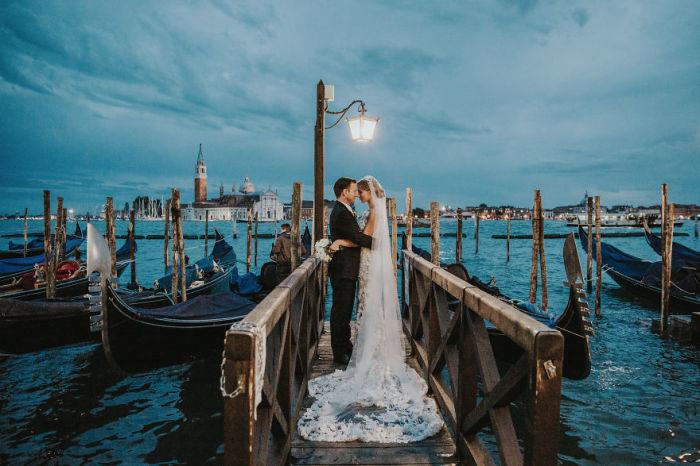 Свадьба в самом романтичном городе Италии –  мечта любой девушки. Автор фотографии: (Natalie Watts) Натали Уоттс.