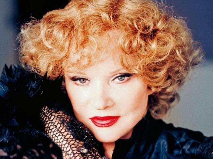 За всю свою карьеру Людмила Гурченко сыграла около 100 ролей в кинофильмах.   Фото: chitalnya.ru.
