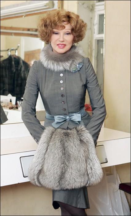 В каждом наряде Людмилы Гурченко всегда был акцент на осиную талию.   Фото: theplace.ru.