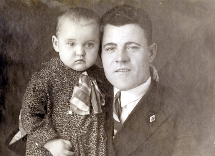 Люся с папой Марком Гавриловичем.   Фото: livejournal.com.