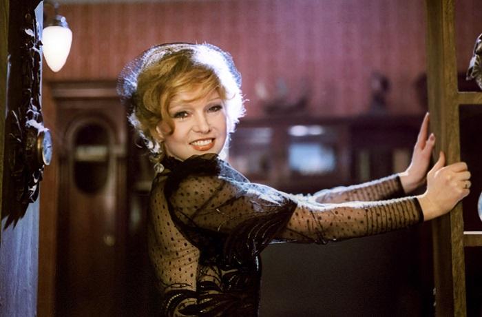 Одна из самых модных дам советского кинематографа.   Фото: livejournal.com.